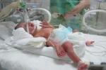 Con chiến sỹ công an từ chối chữa ung thư được sinh con đã xuất viện