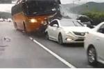 Tài xế ngủ gật, xe buýt 'cày' nát hàng loạt xe con, 4 người chết thảm