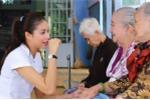 Hoa hậu Phạm Hương rơi lệ khi được tiền bối dạy dỗ