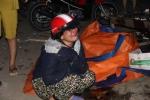 Cháy chợ ở Hà Tĩnh: Tiểu thương khóc ngất nhìn tài sản chôn vùi trong biển lửa