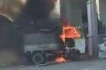 Ôtô tải đột ngột bốc cháy dữ dội trên phố Hà Nội