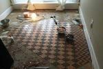 Cô gái lấy 13.000 đồng tiền xu làm sàn nhà gây choáng