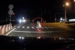 Vượt đèn đỏ với tốc độ cực cao, xe máy đâm trọng thương 2 người trước khi bốc cháy