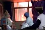 Video: Lửa cháy đùng đùng ngoài cửa sổ, bác sỹ vẫn bình tĩnh truyền máu cho bệnh nhân