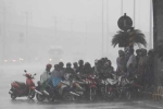 Cảnh báo mưa dông, tố lốc ở Hà Nội