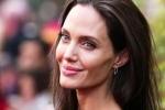 Angelina Jolie mở tiệc mừng ly hôn