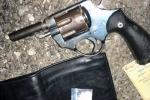 Kẻ buôn ma túy rút súng chống trả công an