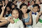 Con gái nuôi Xuân Lan gây xúc động với ca khúc 'We are the world'
