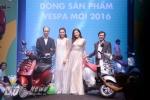 Tú Anh và Kỳ Duyên xinh đẹp bên đại diện của Piaggio tại Việt Nam - Ảnh: Tùng Đinh