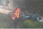 Cãi nhau, đôi vợ chồng mang 2 xe máy ra đốt cháy ngùn ngụt