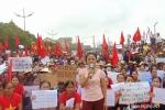 Hàng nghìn phụ nữ Quỳnh Lưu lên tiếng phản đối linh mục Đặng Hữu Nam