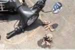 Clip: Hai nữ sinh viên bị tạt axit giữa phố