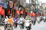 Quốc kỳ rực đỏ mọi ngả đường Hà Nội trong Ngày Chiến Thắng