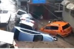Lũ quét cuốn phăng xe máy, ô tô nằm chồng chất như đồ chơi trong biển nước