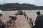 Cầu phao duy nhất vào 'ốc đảo' ở Quảng Bình bị lũ cuốn trôi