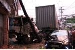 Xe container tông hàng loạt phương tiện, cán chết bé 3 tuổi ở Sài Gòn