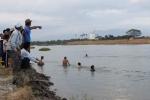Phát hiện thanh niên chết đuối dưới sông sau khi trốn khỏi trụ sở công an