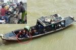 Cô gái trẻ lái xe tay ga lên giữa cầu Sài Gòn tự tử