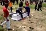 Xông vào đám tang cướp xác vì gia chủ không trả tiền quan tài