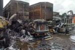 3 xe đầu kéo bùng cháy dữ dội, 4 tài xế lao vào biển lửa ứng cứu