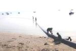 Đường ống lạ đươc ngư dân tìm thấy trên biển