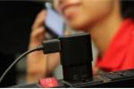 Vừa sạc pin vừa nói chuyện điện thoại, bị điện giật sùi bọt mép