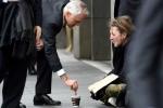 Cho người ăn xin 85.000 đồng, Thủ tướng Australia bị chê keo kiệt, 'diễn sâu'