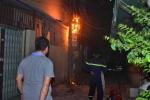 Cột điện bốc cháy cạnh khu nhà trọ sinh viên ở Thủ đô