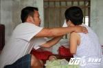 Nghẹn lòng cảnh chồng chăm vợ đẻ cụt 2 tay sau tai nạn thảm khốc