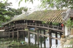 """Hơn 13 tỷ đồng trùng tu cầu ngói hiếm có ở Huế: 'Làm khỏe thôi, đừng làm trẻ di tích'"""""""