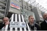 Chiều nhà tài trợ, câu lạc bộ Anh bán cả biểu tượng trăm năm