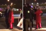 Video: Bà Clinton loạng choạng rời máy bay trong đêm vận động cuối