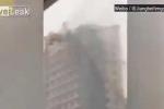 Clip: Kinh hoàng cảnh gió dữ thổi sập cần cẩu ở Trung Quốc