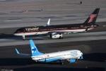 Khoảnh khắc kỳ lạ hai máy bay của ứng viên Tổng thống Mỹ dùng trong quá trình tranh cử