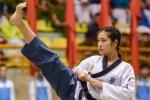 Video: Màn đồng diễn Taekwondo đẹp mắt của nữ cảnh sát trẻ