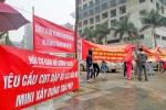 Cư dân chung cư Hồ Gươm Plaza đội mưa biểu tình phản đối chủ đầu tư