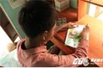 Ước mơ của cậu bé 'người rắn' mê vẽ tranh ở Quảng Nam