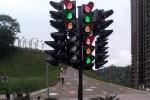 Video: Điên đầu vì hệ thống đèn giao thông phức tạp nhất thế giới