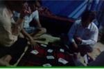 Đồng nghiệp quay clip tố cáo cán bộ xã đánh bạc