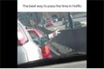 Cười 'té ghế' với trò tiêu khiển của các tài xế khi tắc đường