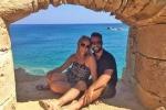 Cặp đôi quyết nghỉ việc, du lịch vòng quanh thế giới không tốn một đồng