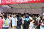 Sinh viên Thủ đô chen chân tìm sách quý trong 'Hội sách Việt Nam lần thứ 4'