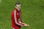Tin tức Euro 1/7: Gareth Bale nhổ cỏ, khảo sát sân đấu tại Lille