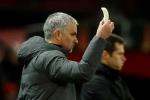 Dân mạng sốc trước cảnh Mourinho bóc chuối cho học trò ăn