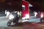 Cảnh sát đấu súng xã hội đen, VĐV cầm đuốc Olympic Rio chạy thục mạng