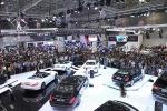 Vì sao lần đầu tiên thị trường ô tô Việt Nam ồ ạt giảm giá?