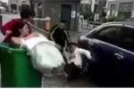 Giật mình vì tiếng pháo nổ, chú rể ném luôn cô dâu vào thùng rác