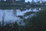 Thi thể nam giới  nhiều thương tích trôi sông ở Hải Dương