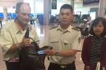 Du khách Mỹ nhận lại hơn 17.000 USD bỏ quên ở sân bay Tân Sơn Nhất