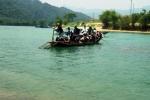 Con đò 'tử thần' và mơ ước cây cầu của trẻ em vùng sông nước Quảng Bình